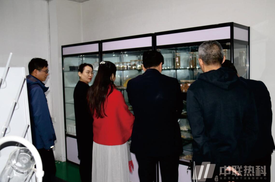 要闻:政府领导和优秀企业家来我司共商汝阳县扶贫工程